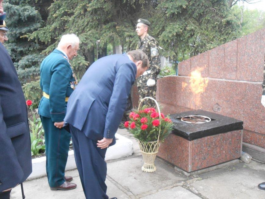 В Днепродзержинске в День Памяти и примирения почтили память погибших солдат (фото) - фото 13
