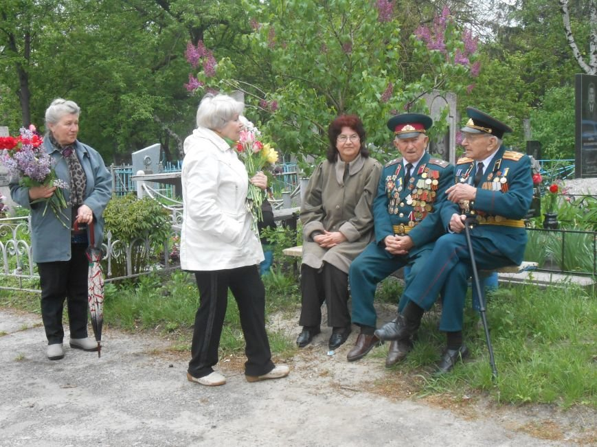 В Днепродзержинске в День Памяти и примирения почтили память погибших солдат (фото) - фото 11