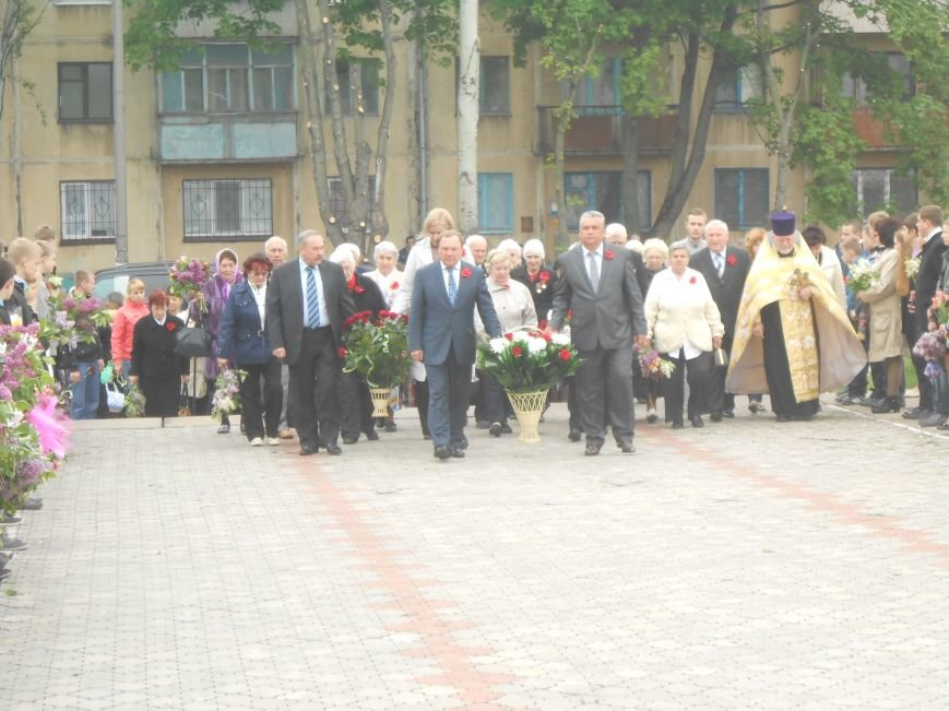 В Днепродзержинске в День Памяти и примирения почтили память погибших солдат (фото) - фото 5