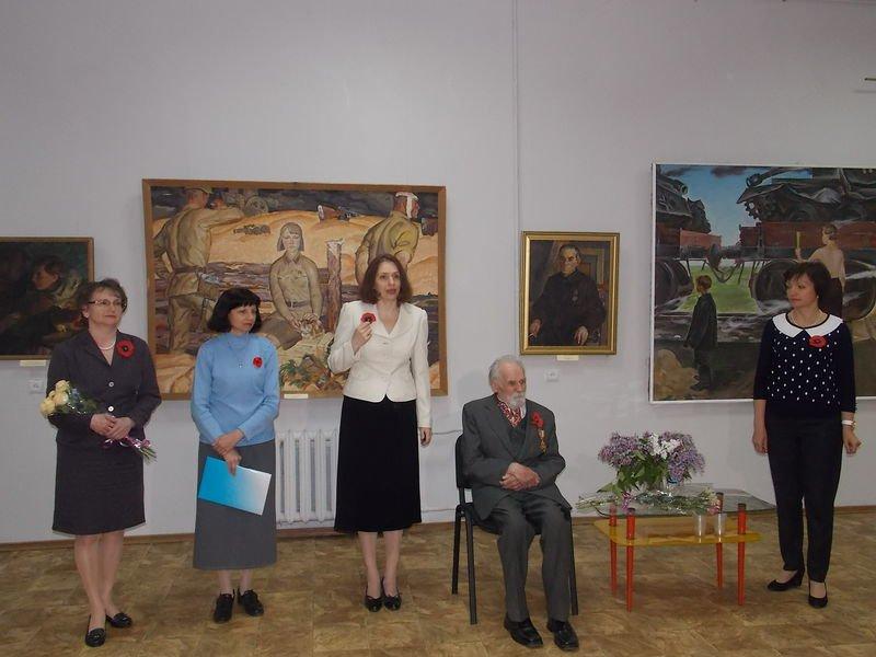 В Запорожье открылась выставка к юбилею Победы (ФОТО) (фото) - фото 4