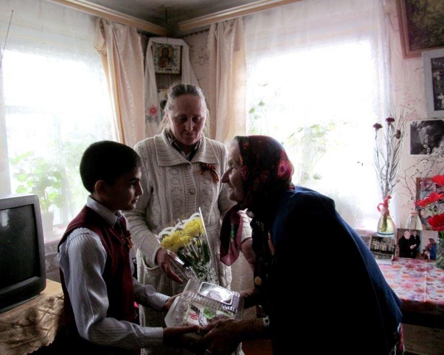 Новоаннинские активисты поздравляют ветеранов ВОВ с Днем победы, фото-1