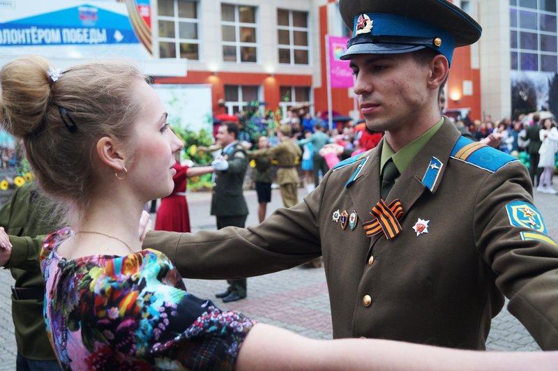 В Белгороде станцевали вальс Победы (фото) - фото 7