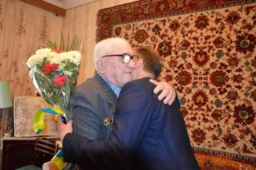 Чиновники Никополя поздравили ветеранов Великой Отечественной войны, посетив их дома, фото-2