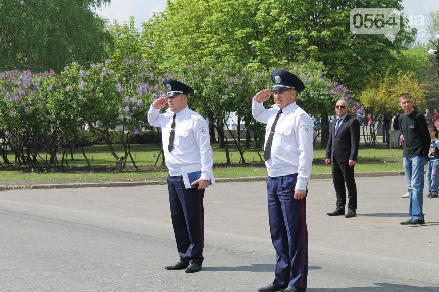 В Кривом Роге чествовали ветеранов в День памяти и примирения, активисты объединили усилия с милицией чтобы избежать провокаций (фото) - фото 5