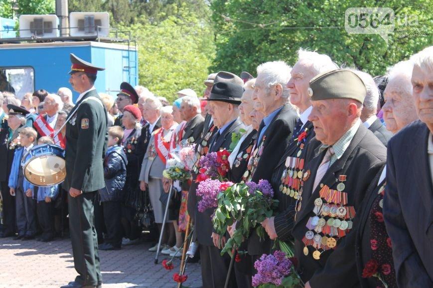 В Кривом Роге чествовали ветеранов в День памяти и примирения, активисты объединили усилия с милицией чтобы избежать провокаций (фото) - фото 2