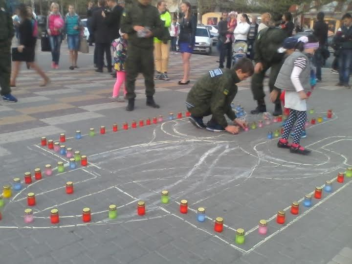 Общественная организация «Батьківщина молодая» провела акцию, посвящённую Дню памяти и примирения. Как это было (фото) - фото 1