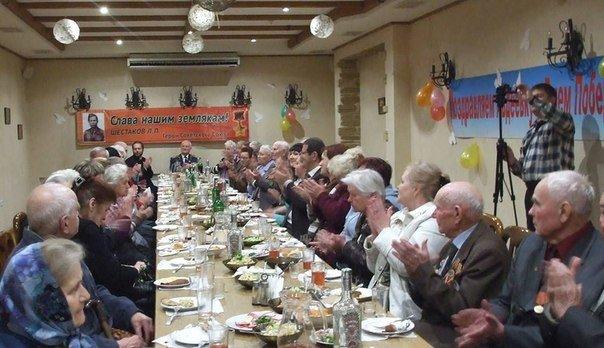 В Авдеевке прошли торжественные мероприятия посвященные Дню Победы (ФОТО) (фото) - фото 1