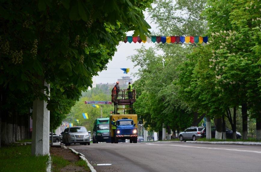 В Мариуполе украинскую символику приводят в порядок (ФОТОФАКТ), фото-1