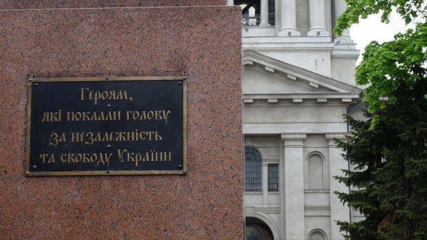 Харьковскиие активисты заменили табличку на мемориале Вечный огонь (ФОТО) (фото) - фото 2