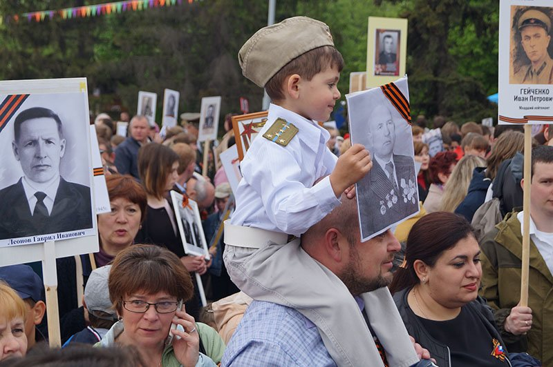 Белгородцы прошли по улицам с портретами «Бессмертного полка» (фото) - фото 1