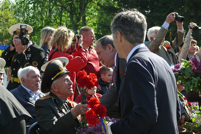Николаевских ветеранов поздравили с Днем Победы: ярко и с размахом (ФОТО+ВИДЕО) (фото) - фото 23