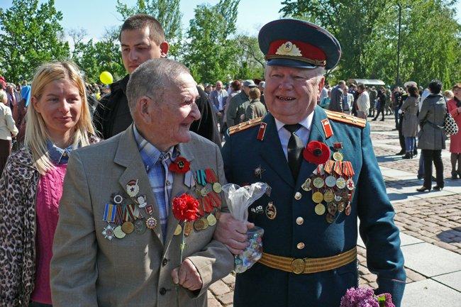 Николаевских ветеранов поздравили с Днем Победы: ярко и с размахом (ФОТО+ВИДЕО) (фото) - фото 44