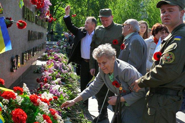 Николаевских ветеранов поздравили с Днем Победы: ярко и с размахом (ФОТО+ВИДЕО) (фото) - фото 43