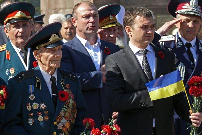 Николаевских ветеранов поздравили с Днем Победы: ярко и с размахом (ФОТО+ВИДЕО) (фото) - фото 39