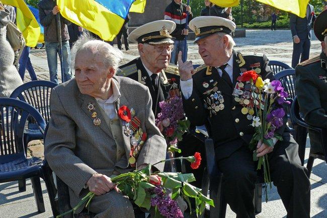 Николаевских ветеранов поздравили с Днем Победы: ярко и с размахом (ФОТО+ВИДЕО) (фото) - фото 7