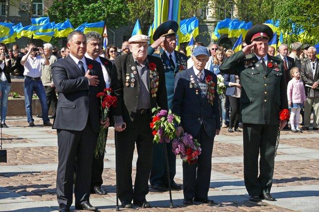 Николаевских ветеранов поздравили с Днем Победы: ярко и с размахом (ФОТО+ВИДЕО) (фото) - фото 38