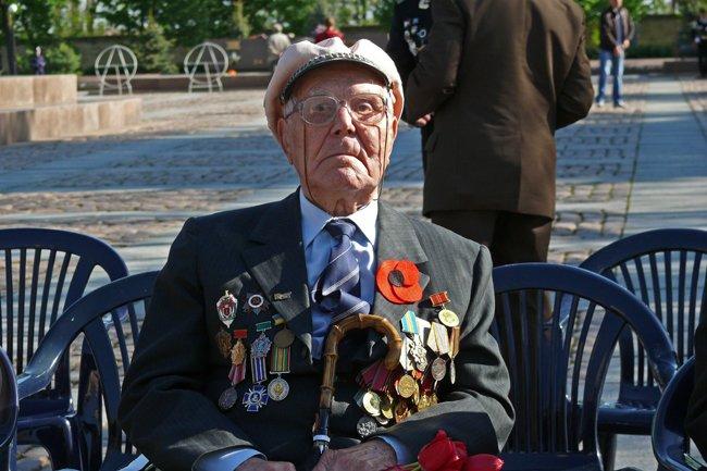 Николаевских ветеранов поздравили с Днем Победы: ярко и с размахом (ФОТО+ВИДЕО) (фото) - фото 12