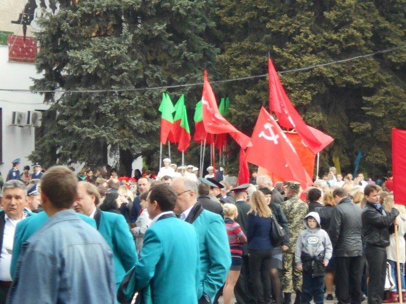 На празднование Дня Победы  криворожанин вышел с портретом Сталина (ФОТОФАКТ, ОБНОВЛЕНО) (фото) - фото 4
