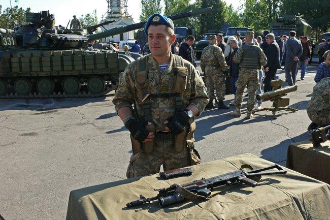 Николаевцам показали военную технику и разрешили прицелиться (ФОТОРЕПОРТАЖ) (фото) - фото 9