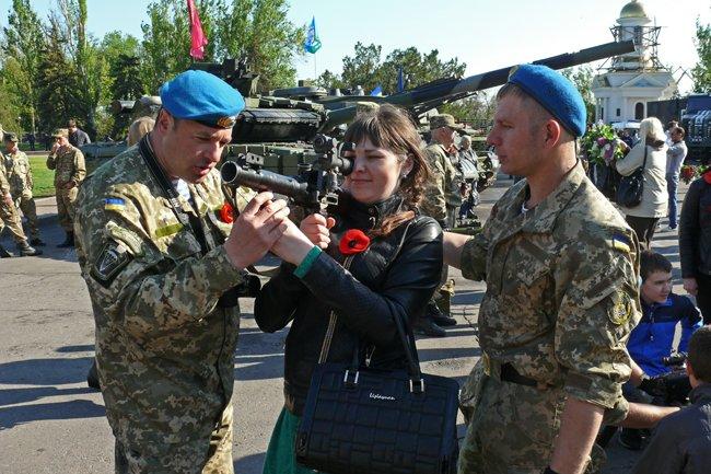 Николаевцам показали военную технику и разрешили прицелиться (ФОТОРЕПОРТАЖ) (фото) - фото 8
