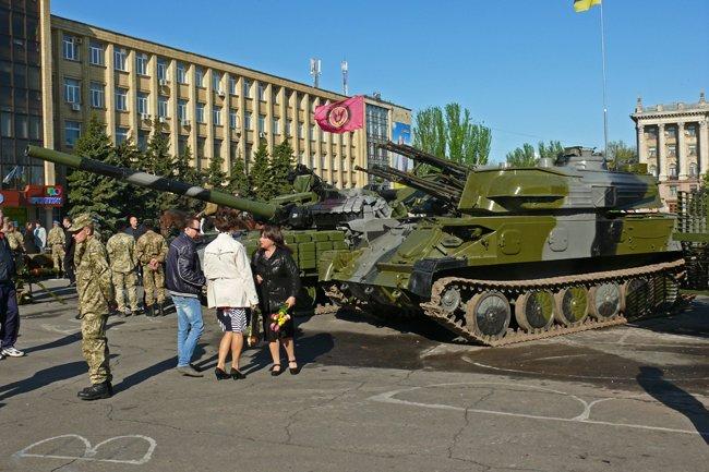 Николаевцам показали военную технику и разрешили прицелиться (ФОТОРЕПОРТАЖ) (фото) - фото 5