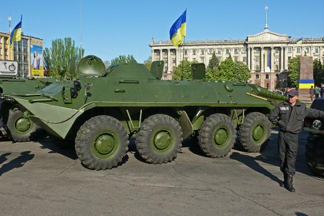 Николаевцам показали военную технику и разрешили прицелиться (ФОТОРЕПОРТАЖ) (фото) - фото 1