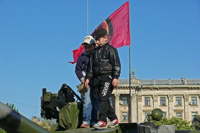 Николаевцам показали военную технику и разрешили прицелиться (ФОТОРЕПОРТАЖ) (фото) - фото 6