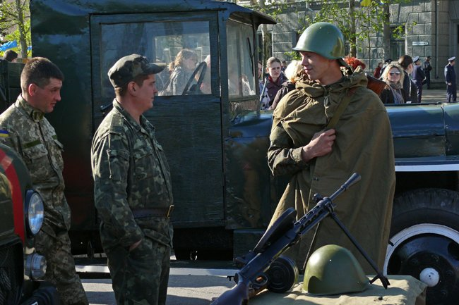 Николаевцам показали военную технику и разрешили прицелиться (ФОТОРЕПОРТАЖ) (фото) - фото 11