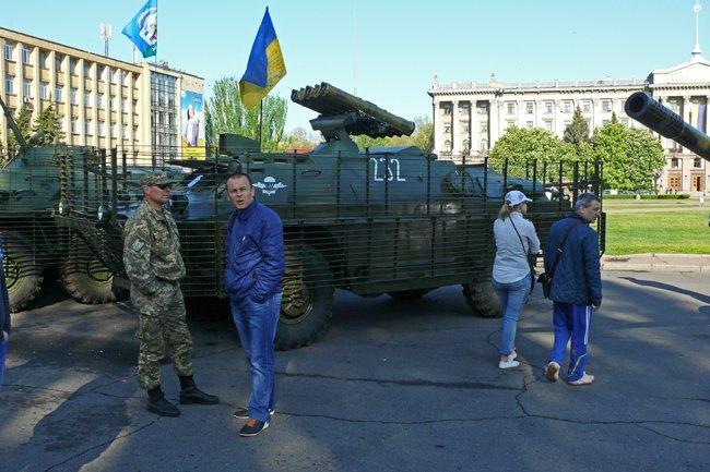 Николаевцам показали военную технику и разрешили прицелиться (ФОТОРЕПОРТАЖ) (фото) - фото 2