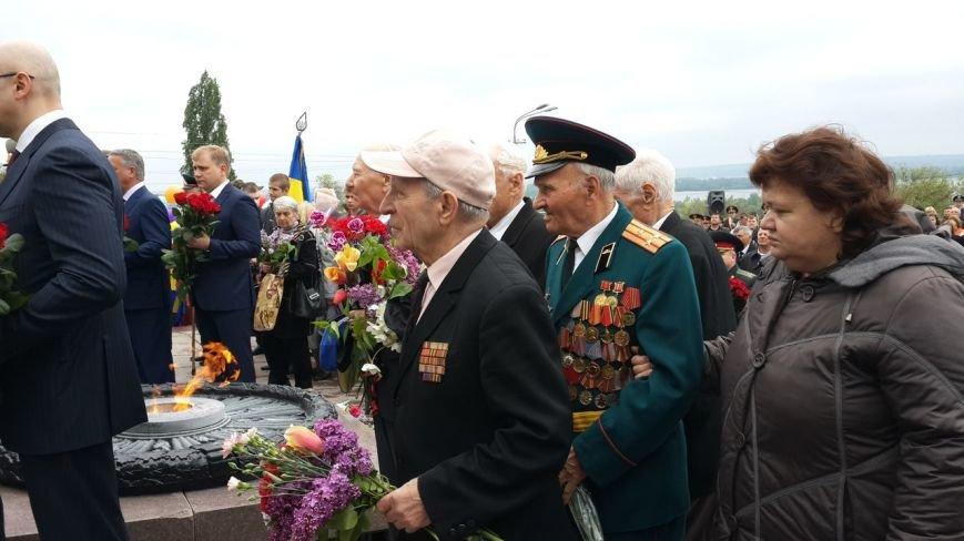 День Победы в Днепропетровске: мало ветеранов, много милиции, молодежи и детей (ФОТО) (фото) - фото 6