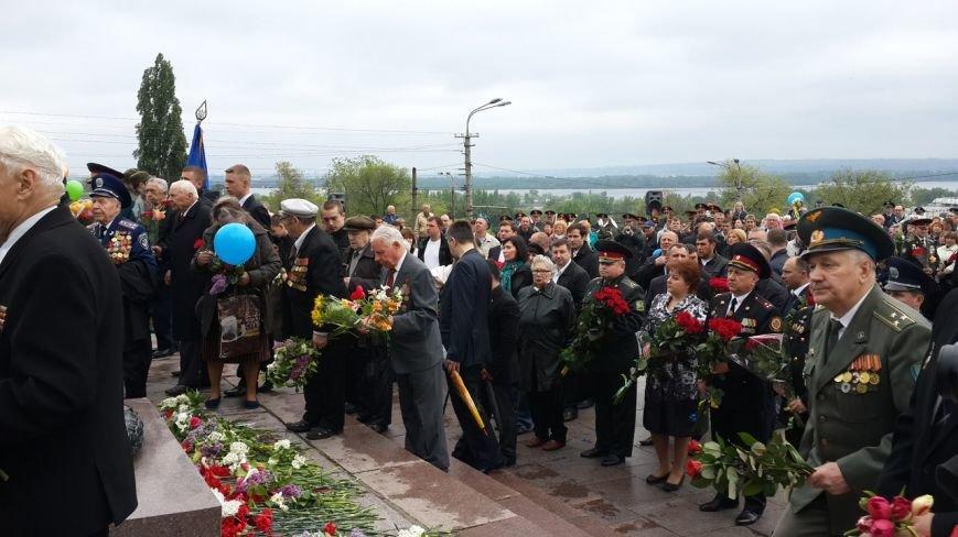 День Победы в Днепропетровске: мало ветеранов, много милиции, молодежи и детей (ФОТО) (фото) - фото 4