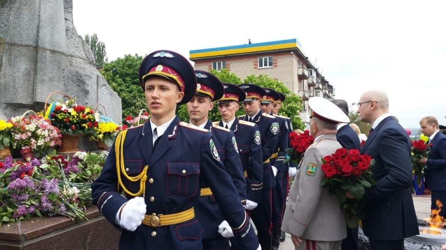 День Победы в Днепропетровске: мало ветеранов, много милиции, молодежи и детей (ФОТО) (фото) - фото 5