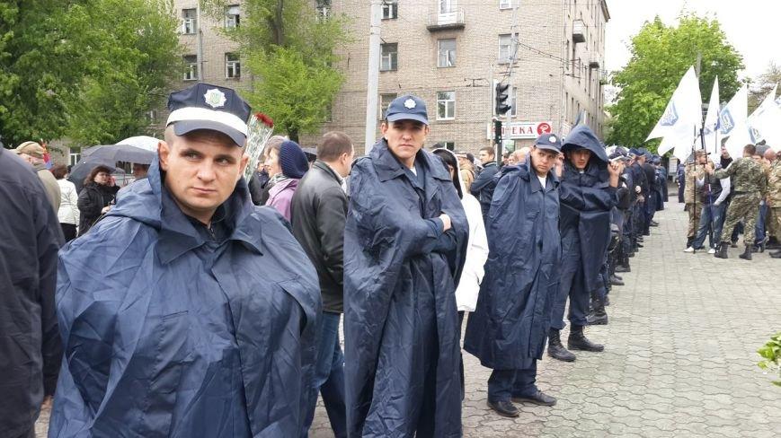 День Победы в Днепропетровске: мало ветеранов, много милиции, молодежи и детей (ФОТО) (фото) - фото 12