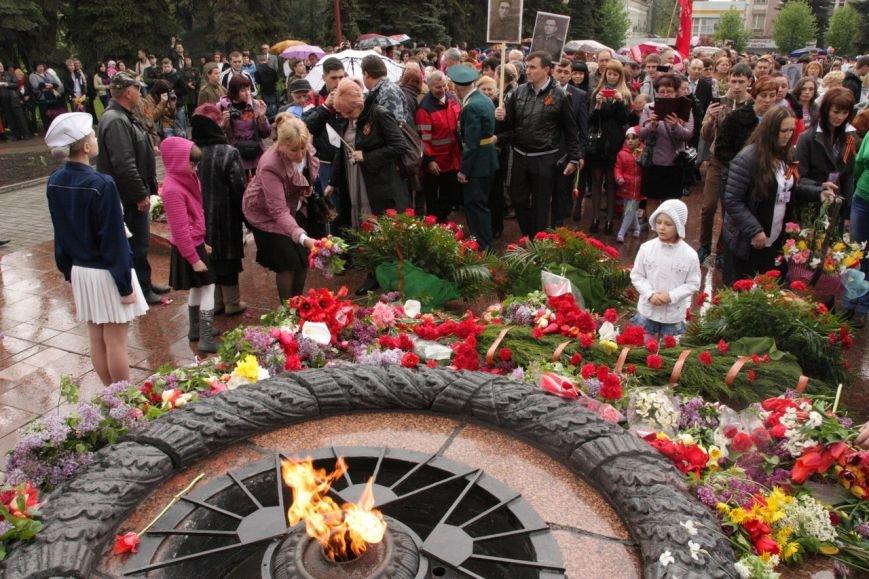 В торжествах ко Дню Победы в Макеевке приняло участие рекордное количество горожан (фото) - фото 6