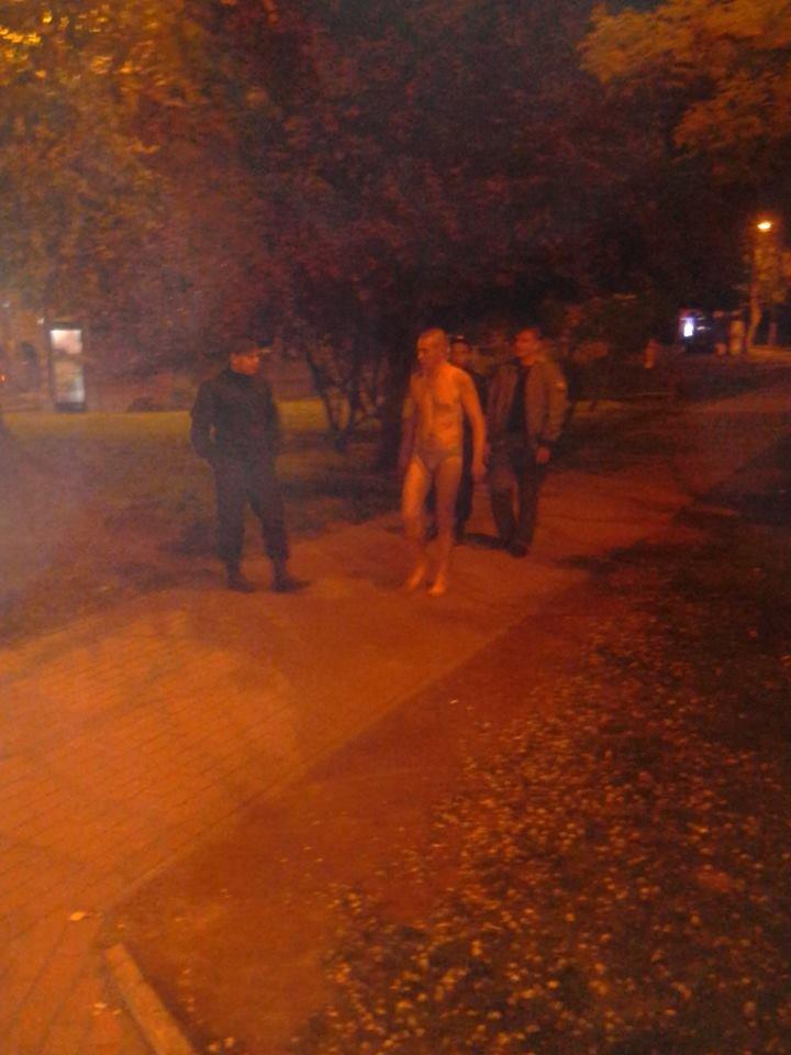Около одесского вокзала задержали пьяного голого мужчину (ФОТО) (фото) - фото 1
