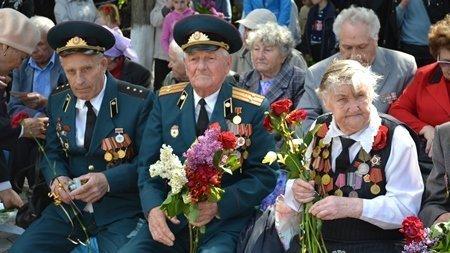 Ветераны с медалями