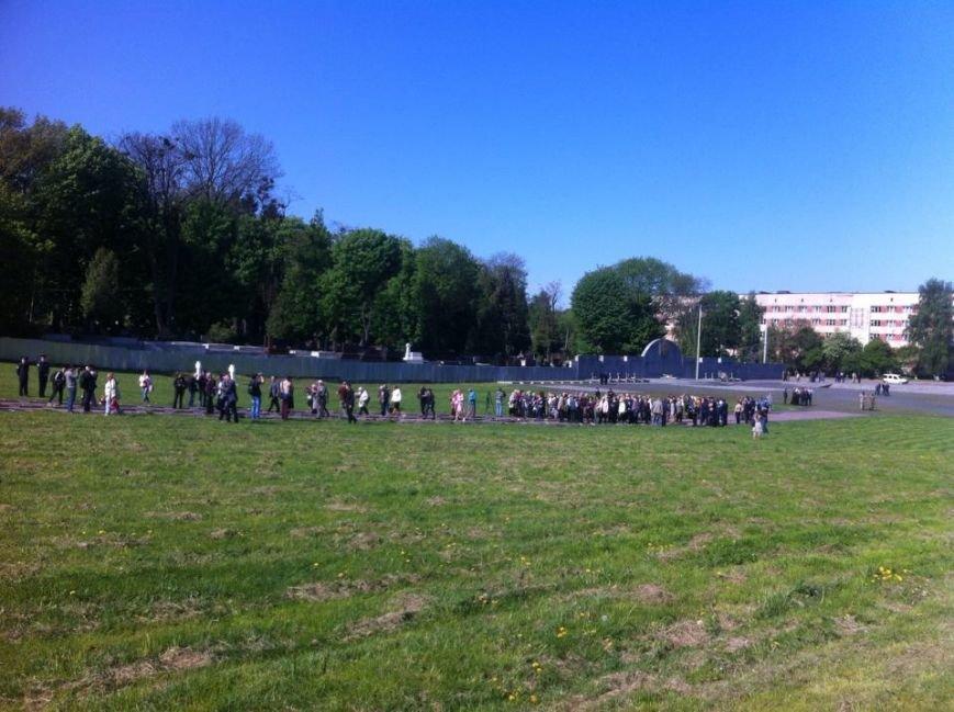 Як у Львові відзначили 9 травня (ФОТОРЕПОРТАЖ) (фото) - фото 1