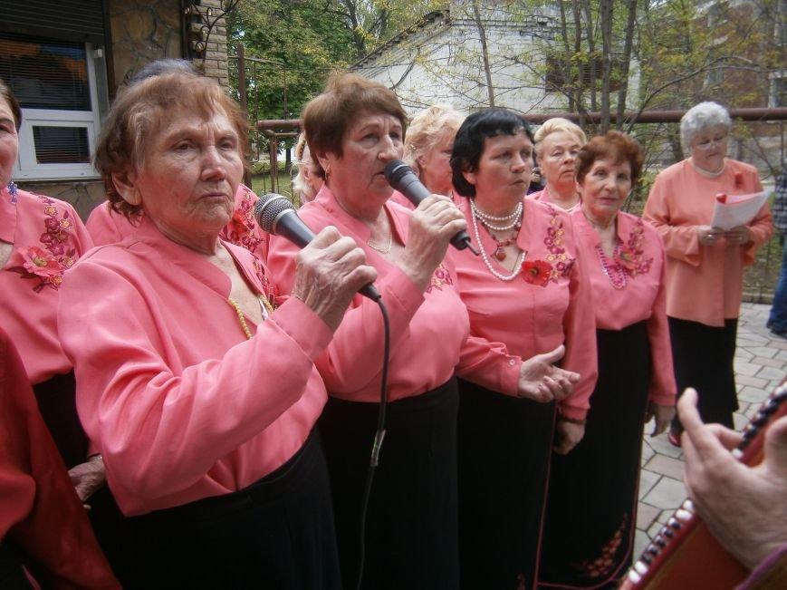 В Димитрове 70-летие Победы отпраздновали митингом, полевой кухней и концертом (ОБНОВЛЕНО) (фото) - фото 110