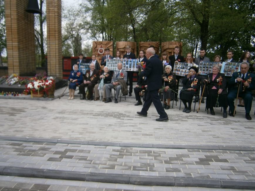 В Димитрове 70-летие Победы отпраздновали митингом, полевой кухней и концертом (ОБНОВЛЕНО) (фото) - фото 69