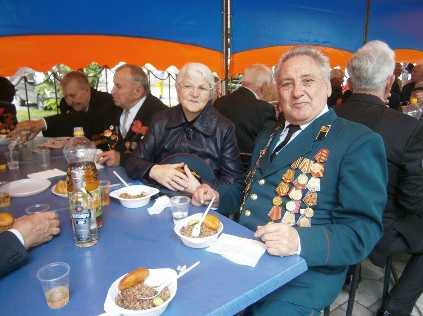 В Димитрове 70-летие Победы отпраздновали митингом, полевой кухней и концертом (ОБНОВЛЕНО) (фото) - фото 9