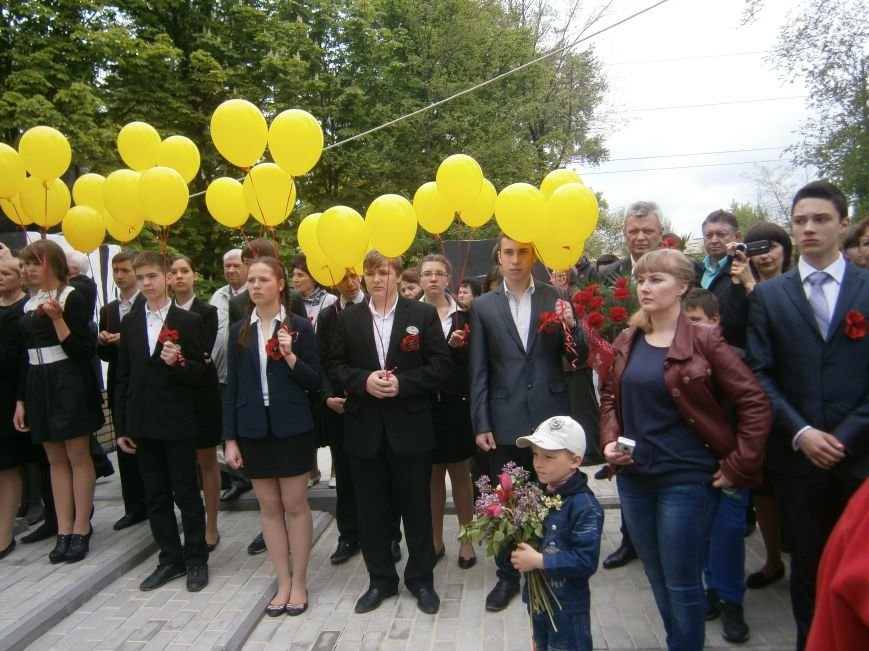 В Димитрове 70-летие Победы отпраздновали митингом, полевой кухней и концертом (ОБНОВЛЕНО) (фото) - фото 58