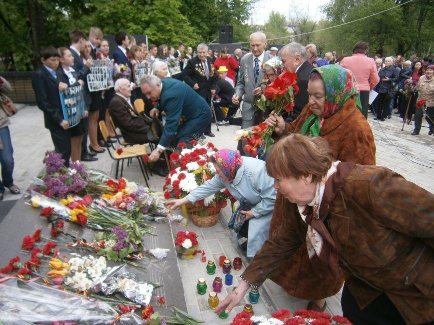 В Димитрове 70-летие Победы отпраздновали митингом, полевой кухней и концертом (ОБНОВЛЕНО) (фото) - фото 82