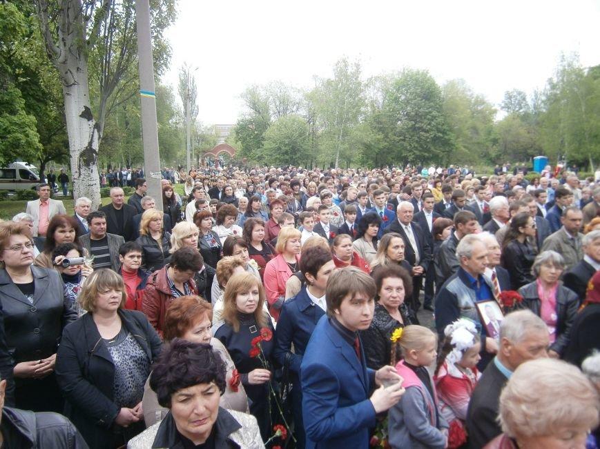 В Димитрове 70-летие Победы отпраздновали митингом, полевой кухней и концертом (ОБНОВЛЕНО) (фото) - фото 62