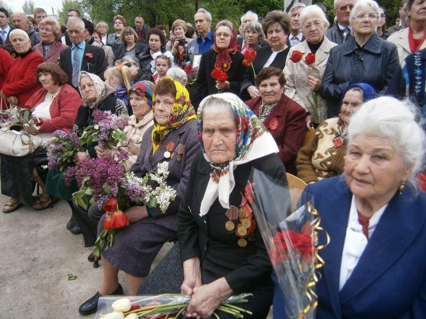 В Димитрове 70-летие Победы отпраздновали митингом, полевой кухней и концертом (ОБНОВЛЕНО) (фото) - фото 49