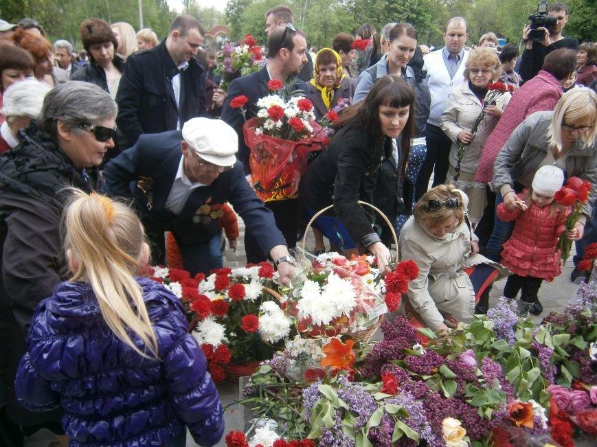 В Димитрове 70-летие Победы отпраздновали митингом, полевой кухней и концертом (ОБНОВЛЕНО) (фото) - фото 89