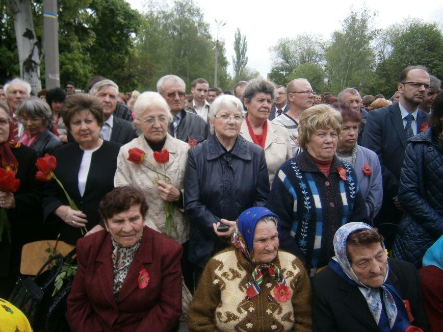 В Димитрове 70-летие Победы отпраздновали митингом, полевой кухней и концертом (ОБНОВЛЕНО) (фото) - фото 48