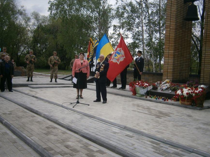 В Димитрове 70-летие Победы отпраздновали митингом, полевой кухней и концертом (ОБНОВЛЕНО) (фото) - фото 72