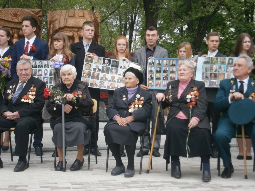 В Димитрове 70-летие Победы отпраздновали митингом, полевой кухней и концертом (ОБНОВЛЕНО) (фото) - фото 52