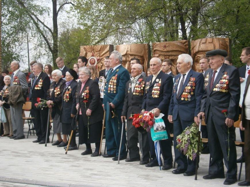 В Димитрове 70-летие Победы отпраздновали митингом, полевой кухней и концертом (ОБНОВЛЕНО) (фото) - фото 40