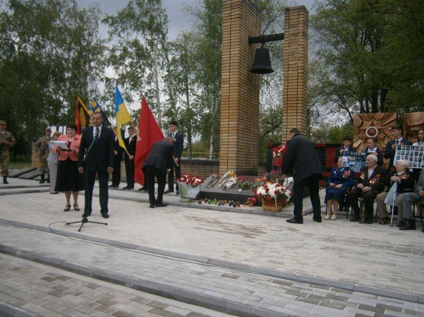 В Димитрове 70-летие Победы отпраздновали митингом, полевой кухней и концертом (ОБНОВЛЕНО) (фото) - фото 59